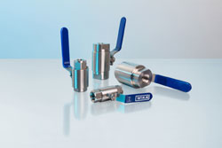 Compact ball valve also for heavy-duty applications